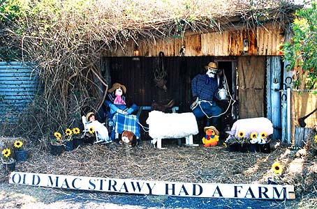 Old MacStrawy Scarecrow Display